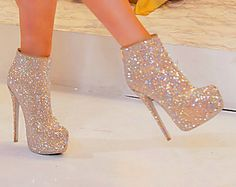 glitter boots? paired with a vintage lace dress and oversized costume jewelry? YES PLEASE.
