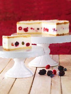 Käse-Sahne-Torte mit gemischten Beerefrüchten - frisch oder tiefgekühlt