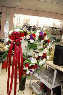 Tips for Ordering Funeral Flowers Balloon Decorations, Table Decorations, Sympathy Flowers, Funeral Flowers, Elegant Flowers, Wedding Videos, Sacred Heart, Flower Delivery, Event Decor