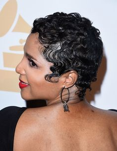 Toni Braxton's hair at the Pre-GRAMMY Gala And Salute To Industry Icons Honoring Martin Bandier - Backstage And Audience - 2015 Toni Braxton, Short Black Hairstyles, Pixie Hairstyles, Cool Hairstyles, Haircuts, Wedding Hairstyles, How To Curl Short Hair, Short Hair Cuts, Pixie Cuts
