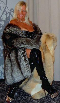 Fur Fashion, Fashion Photo, Womens Fashion, Fur Wrap, Sexy Older Women, Fur Jacket, Style Guides, Lingerie, How To Wear