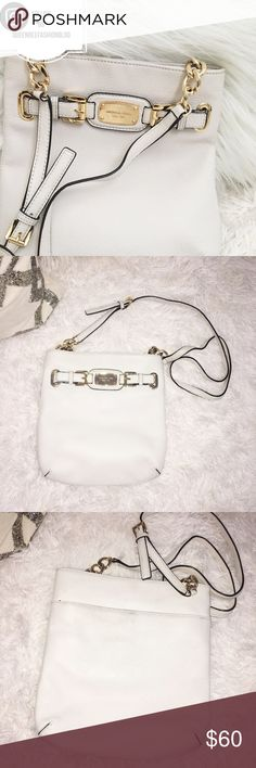 """🎀 MICHAEL KORS WHITE CROSS BODY PURSE BAG Classic gold & white! Only used once. Has some wear on the back, see photo, hardly noticeable. The perfect cross body.     🎀""""Add to bundle"""" to add more items from my closet or """"Buy"""" to checkout now.  🎀Get to know me! 💗Showing you how to style your looks at www.Queenbeefashionblog.com SUBSCRIBE.   🎀 Let's be friends! Follow me on Instagram @queenbeefashionblog Michael Kors Bags Crossbody Bags"""