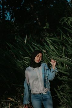 No need to worry! Hijab Jeans, Ootd Hijab, Girl Hijab, Hijab Chic, Photo Pose Style, Ootd Poses, Casual Hijab Outfit, Hijab Fashion Casual, Hijab Fashion Inspiration