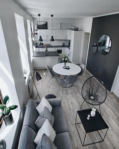 32 The Best Small Apartment Living Room Design And Decor Ideas - Living in a studio apartment may limit you physically, but it doesn't have to cramp your imagination. What you can or cannot do with your living room . Small Apartment Living, Cheap Apartment, Small Apartment Decorating, Cozy Apartment, Appartement Design, Home Design, Design Ideas, Kundenspezifische Designs, Flat Design