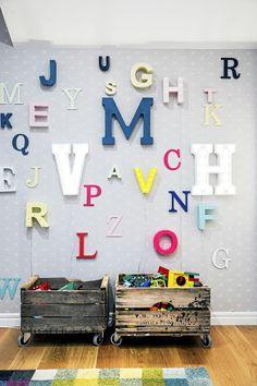 VM designblogg: Σκανδιναβική κατοικία Pallet Crates, Pallets, Toy Storage Solutions, Playroom Storage, Nursery Themes, Themed Nursery, Nursery Ideas, Inspiration Boards, Kidsroom