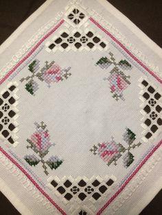 Pequeño mantel lino bordado de Hardanger. Artesanía por Inspiria