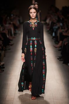 We're loving this conservative and elegant look from Valentino. #pfw #ss14