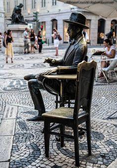 Lisboa. Poet Fernando Pessoa sculpture Portugal