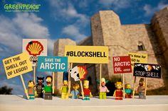 I SIMPSON ATTIVISTI PROTESTANO A CASTEL DEL MONTE Chiedi a @LEGO_Group di chiudere con Shell #BlockShell Per aderire: grnpc.org/Ig0RQ (Greenpeace Gruppo Locale San Ferdinando di Puglia)