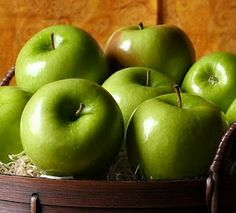 I love the aroma of green apples - fresh and clean!
