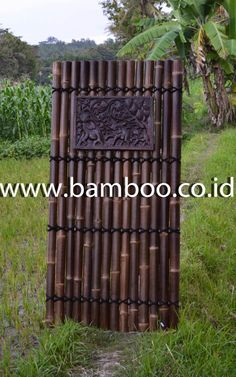 Black bamboo fence with 4 angled back slats and white coco for Dekor international pt