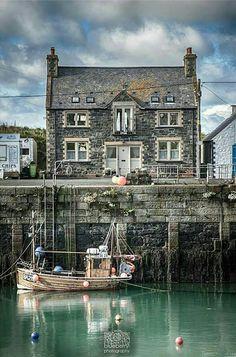 Portpatrick Cottage, Harbourside in Galloway, Scotland
