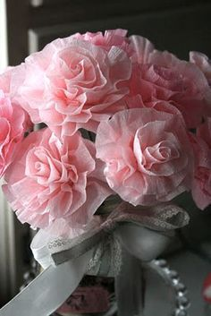 Pretty Crepe paper flowers Another way to create flowers - great tutorial!