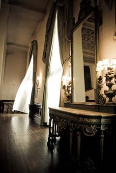 The lounge of The Ebell of Los Angeles (image by michael negrete photography)