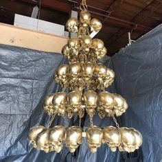 A skull chandelier! 2 Instagram, Skull, Chandelier, Ceiling Lights, Lighting, Creative, Home Decor, Candelabra, Decoration Home