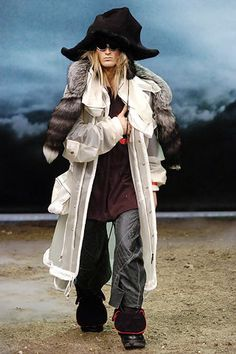John Galliano Fall 2005 Menswear Fashion Show - Christian S. (V MODEL)