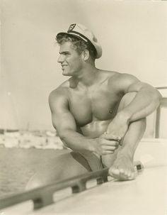 pin up male vintage Charles Bronson, Marin Vintage, Vintage Men, Jennifer Jones, Mae West, Yayoi Kusama, Athletic Models, Pin Up, Vintage Sailor