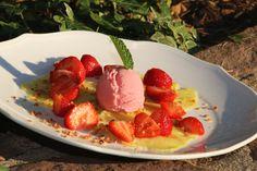 """""""Sommer, Sonne, Ananas""""-Carparccio: unsere aktuelle Dessert-Empfehlung für süße Früchtchen ;-)  #hotel #trier #hoteltrier #nellspark #nellsparkhotel #nellsparkhoteltrier #lifestyle #yummy #dinner #essen #lecker #genuss"""