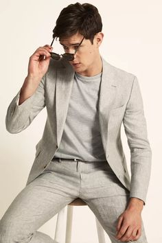 Tailored Fit Green Linen Suit Linen Suits For Men, Mens Suits, Green Suit, Green Jacket, Linen Jackets, Fitted Suit, Jacket Buttons, Jacket Men, Trainers