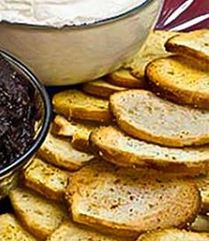 Crispy Garlic Toasts for Appetizer Dips, Spreads, and Canapes Garlic Toast Recipe, Vegan Starters, Appetizer Dips, Canapes, Soup And Salad, Bruschetta, Spreads, Tapas, Breakfast