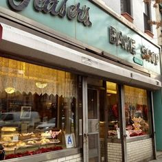 Glaser's Bake Shop in Yorkville, Upper East Side - the best black and white cookies