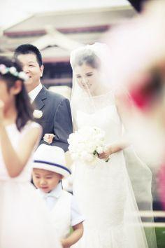 Sanya Wedding Photography, Asian traditional wedding, Bridal make up, Bridal hair-do, Chinese wedding, hotel reception, wedding on greens, flower arch   www.bluelacestudio.com