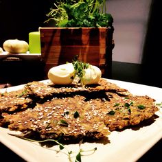 Gluteeniton näkkileipä ( seesamin-kurpitsan-pelkavan siemeniä, maissijauhoa ja mantelia