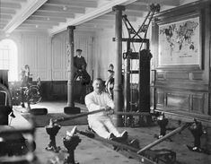 Titanic ready for launch, 1911 Gym aboard the Titanic, c. 1912 Olympic and Titanic, under construction, side by side. Belfast 1910 Priest praying over Titanic victims before they are buried … Rms Titanic, Titanic Photos, Titanic Today, Titanic Museum, Anton, Rare Photos, Old Photos, Rare Images, Famous Photos