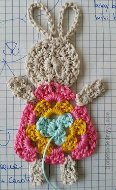 Crochet Bunny Applique Free Patterns: Easy and Quick Easter Bunny / Rabbit Applique and Motifs crochet pattern most free for Easter crochet decoration Easter Crochet Patterns, Crochet Bunny Pattern, Crochet Rabbit, Granny Square Crochet Pattern, Crochet Granny, Diy Crochet, Crochet Baby, Crochet Bodies, Crochet Decoration