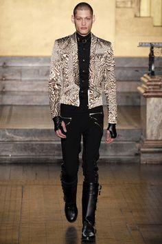 Julien Macdonald Fall 2016 Ready-to-Wear Collection Photos - Vogue Next Fashion, Runway Fashion, Fashion Art, Editorial Fashion, Winter Fashion, Fashion Show, Fashion Design, London Fashion, Julien Macdonald