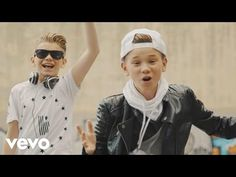 Marcus & Martinus - Elektrisk (Official Music Video) ft. Katastrofe - YouTube Little Sisters, Funny Moments, Itunes, My Idol, Youtubers, Falling In Love, Cool Pictures, Music Videos, Windbreaker