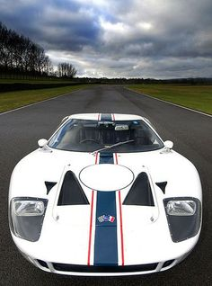 1965 FORD (REAL ONE !) Why can't Ford build something even remotely like this incredible car anymore :(.Ford GT, They aren't because Ford doesn't own the license to that anymore. Lamborghini, Ferrari, Bugatti, Maserati, Ford Gt40, Ford Motor Company, Audi, Porsche, Ford Classic Cars