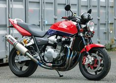 Honda CB 1300 Big One. Devil titane exhaust. Beringer Brakes. Ohlins suspensions.