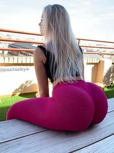 Hot girls in sexy Baby Girls, Fit Women, Sexy Women, Hottest Photos, Booty, Long Hair Styles, Yoga Pants, Belle, Big Butts