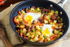 Buffalo chicken hash is everything you crave for game day. A healthy and tasty breakfast made in one pan in 30 minutes.