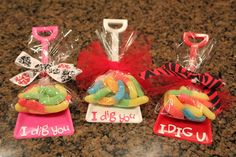 """Single Purchase Valentine Party Favor Shovels with gummy worms & """"I Dig You"""" HOT TREND. $2.00, via Etsy."""