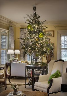 Tips to Decorate your Christmas Tree from Nell Hills.
