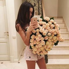 Image shared by Sara ♡. Find images and videos about girl, flowers and luxury on We Heart It - the app to get lost in what you love. Luxury Girl, Girls With Flowers, Fresh Flowers, Poses, Rose Bouquet, Rose Gold Plates, Girly Things, Beautiful Flowers, Like4like