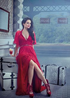 Actress Eva Green, Stars D'hollywood, French Actress, Hollywood Stars, Sensual, Lady In Red, Divas, Ideias Fashion, Fashion Beauty