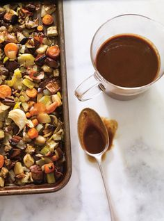 Our meatless demi-glace recipe loses the veal stock, but none of the texture or flavour. Demi Glaze Recipe, Demi Glaze Sauce, Plant Based Recipes, Veggie Recipes, Cooking Recipes, Champignon Portobello, Glazed Vegetables, Recipes, Food Recipes