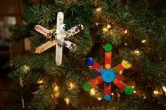 Decoração de natal, enfeites para árvore com palitos de picolé e botões