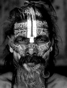Look at the beauty of this man's face and the kindness in his eyes. A world in one face. Cultures Du Monde, World Cultures, Beautiful World, Beautiful People, Arte Tribal, Tribal Paint, Robert Mapplethorpe, Richard Avedon, Interesting Faces
