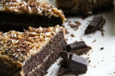 Trinitys Carob and Coconut Cake Recipe (Gluten Free, Sugar Free & Vegan). This is delicious and good for everyone. Easy Gluten Free Desserts, Gluten Free Cakes, Carob Cake Recipe, Carob Recipes, Vegan Recipes, Sugar Free Vegan, Dairy Free, Diet Desserts, Vegan Cake
