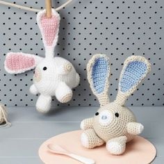 Crochet this adorable toy rabbit. Free pattern.
