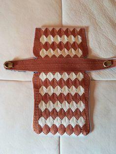 Plastic Canvas Stitches, Plastic Canvas Crafts, Plastic Canvas Patterns, Crochet Bag Tutorials, Crochet Basics, Crochet Bunny, Diy Crochet, Crochet Poncho With Sleeves, Patron Crochet