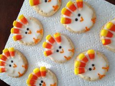 Sugar cookies + candy corn + frosting = Thanksgiving turkey cookies