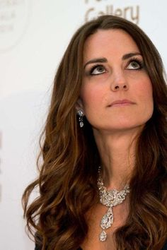 The crown jewels: every piece of jewellery Kate Middleton has borrowed or been gifted by the royal family - Vogue Australia Kate Middleton Jewelry, Kate Middleton Style, Kate Middleton Wedding, Middleton Family, Windsor, Prince William And Kate, William Kate, Diamond Tiara, Diamond Jewellery