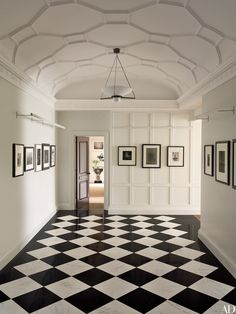 Iconic photographs of New York greet visitors in the foyer of this Manhattan apartment, renovated by architects Peter Shelton and Lee F. Mindel. The plasterwork ceiling and picture lights, were designed by the duo's firm, Shelton, Mindel & Assoc. See more stunning entrance halls here.