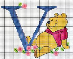 #Monograma Ursinho Pooh - letra V #bordado #CoatsCorrente