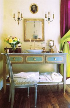 This is a beautiful way to have a washbasin in a bedroom without it screaming 'bathroom'.